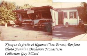 Kiosque de fruits et légumes Chez Ernest fruits and vegetable stand, coin 4e ave et Gouin, côté NE, Roxboro, ou était la banque Laurentienne